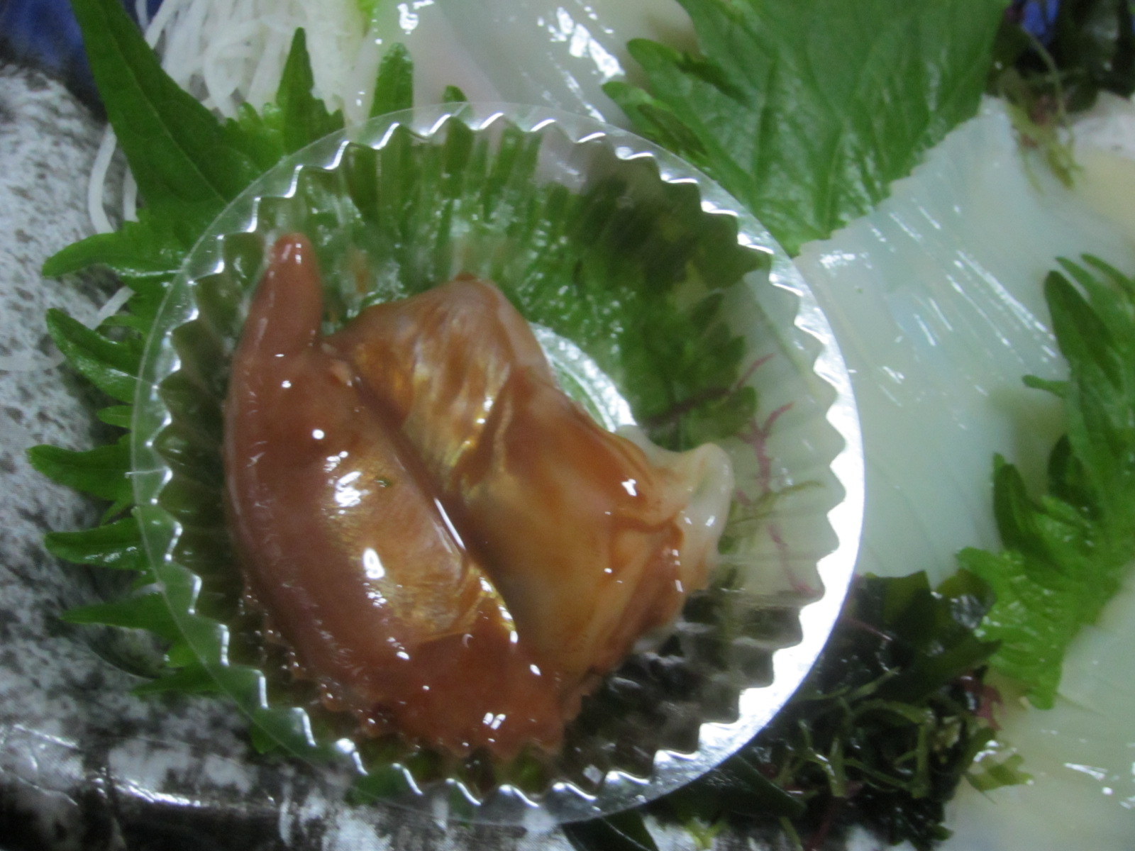 IMG 0030 - スルメイカの刺身が売ってた、ゴロ付きで