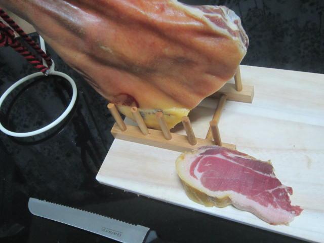 IMG 0064 - 生ハム原木を自宅に設置するのに専用の台やナイフは無くても大丈夫【生ハム原木シリーズPart01】