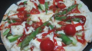 IMG 0052 1 320x180 - アスパラとトマトとカマンベールチーズのピザ