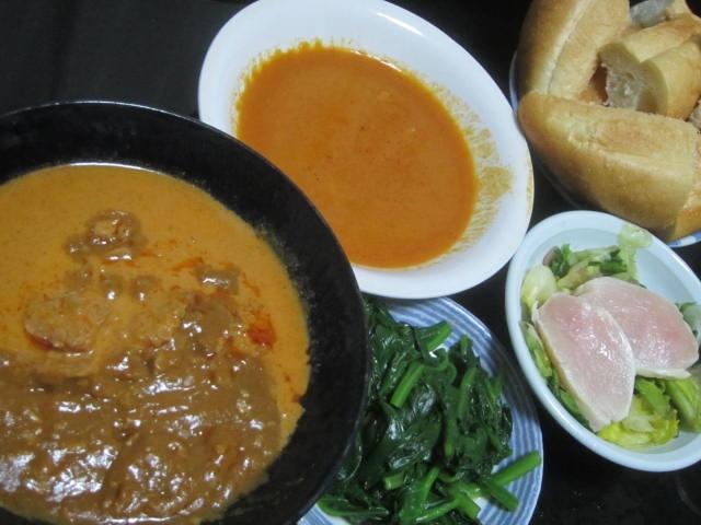 IMG 0048 - 3種類の袋詰めなカレーを野菜とパンで頂く晩御飯