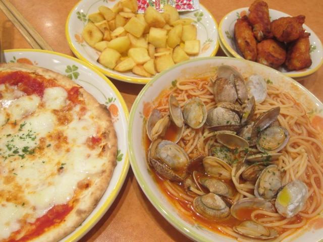 IMG 0049 - アサリのトマトソースなパスタと水牛モッツァレラなピザ