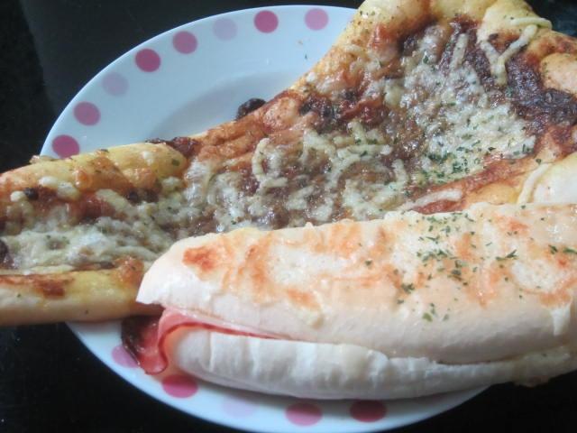 IMG 0059 - パン屋さんで買ってきたカレーナンとパニーニなお昼ご飯