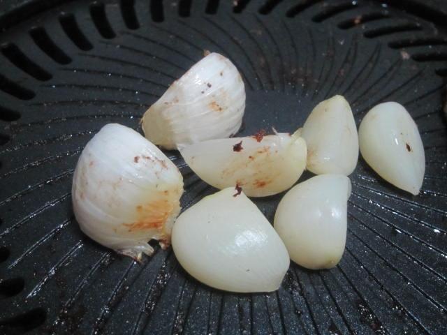 IMG 0102 - ニンニクを1個丸ごと買ってきてそのまま焼いて食べて見た