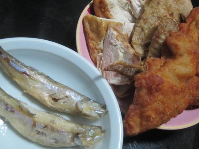 IMG 0103 - ヒレカツサンドを主食にシシャモとトリ肉で乾杯