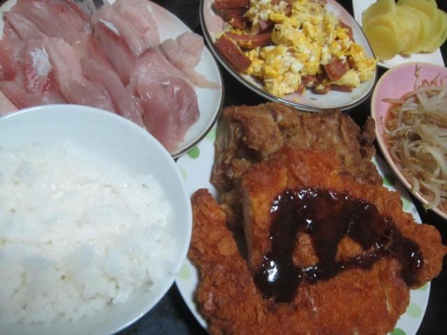 IMG 0001 - ロースカツと鶏のカラアゲと今日もブリ&卵な食事