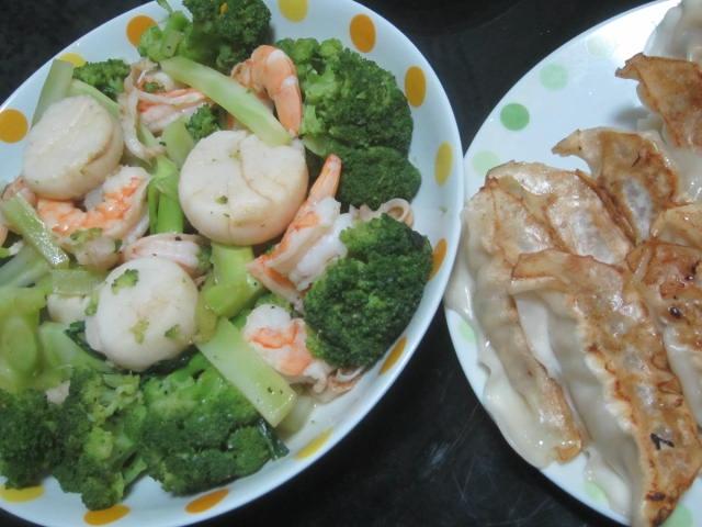 IMG 0005 - エビホタテブロッコリーな海鮮いっぱいな炒め物と餃子