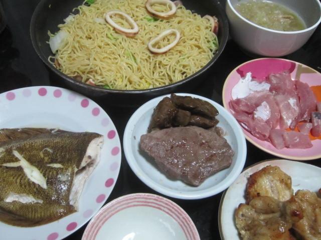 IMG 0120 - イカ焼きそばと刺身とステーキとカレイの塩焼きとあぶり焼きチキン