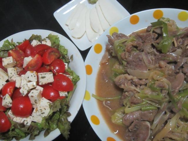 IMG 0150 - 豚タンと九条ネギの炒め物にモッツァレラチーズの刺身とかサラダとか