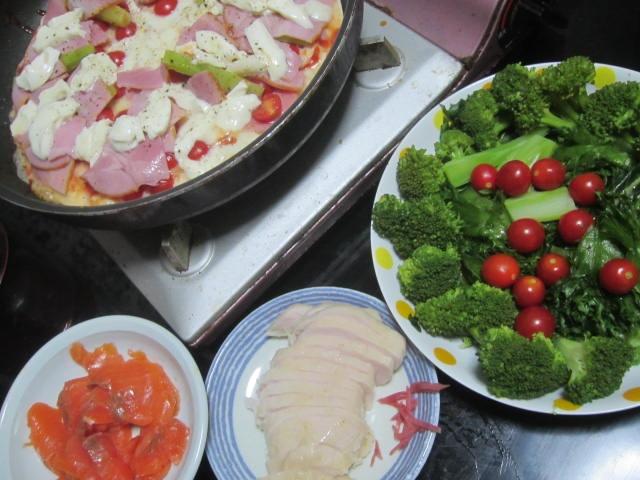 IMG 0005 - お家でピザシリーズの今日はベーコン沢山投入&スモークサーモン