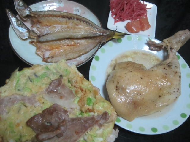 IMG 0024 - カマスの開きと骨付き鶏肉とお好み焼き