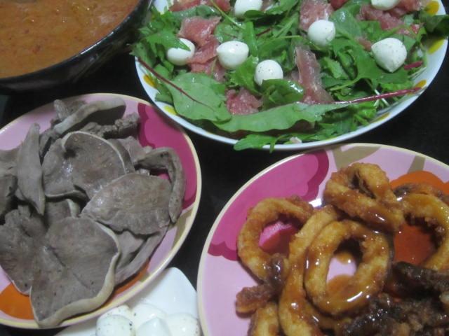 IMG 0031 - カレーとイカフライとチーズ&生ハムサラダに豚タン