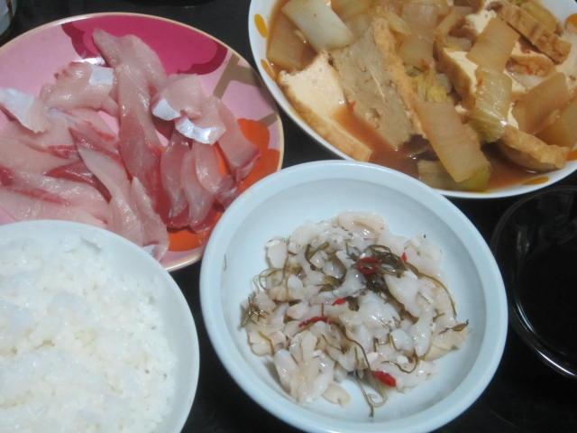 IMG 0033 - 白菜キムチと厚揚げの中華風炒めとブリ刺身とツブ貝の何か