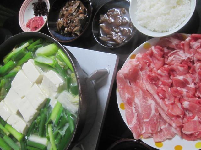 IMG 0010 - ネギと豆腐たっぷりな鍋とブリの漬け&血合いの生姜煮
