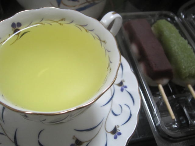 IMG 0039 1 - 2019年の新茶が屋久島から届いたので一久大福堂の団子と共に