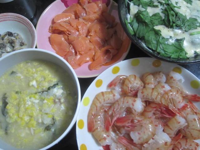 IMG 0043 1 - 鍋雑炊とスモークサーモンと大量のぼたん海老を生でちゅーちゅー