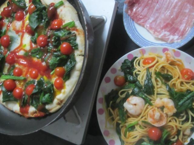 IMG 0064 - 卵投入したほうれん草トマトピザに生ハム載せてパスタと共に