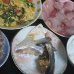 IMG 0002 150x150 - 鮭のカマの塩焼きにトマト卵炒めとブリ刺身
