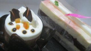 IMG 0018 320x180 - 三星 (みつぼし)の木苺のムース?とショコラケーキ?