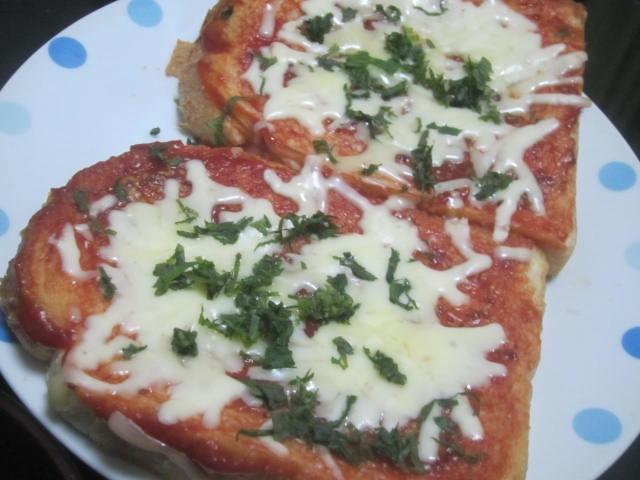 IMG 0060 - ピザパントーストの上に刻み紫蘇