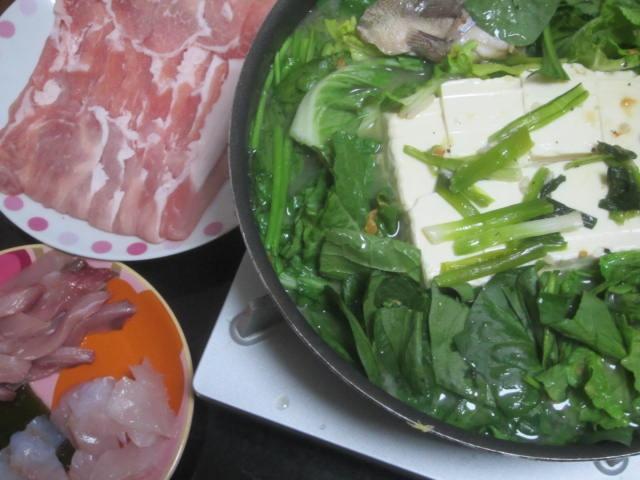 IMG 0092 - 豆腐とほうれん草と白菜に豚ロース肉の厚切りしゃぶしゃぶ