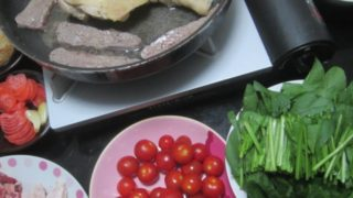 IMG 0055 320x180 - 各種の肉を焼きながらトマト焼きとかラッキョの梅酢漬けとか