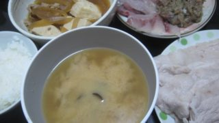IMG 0077 320x180 - 網走産のしじみの味噌汁とブリとアジと残りもの肉豆腐