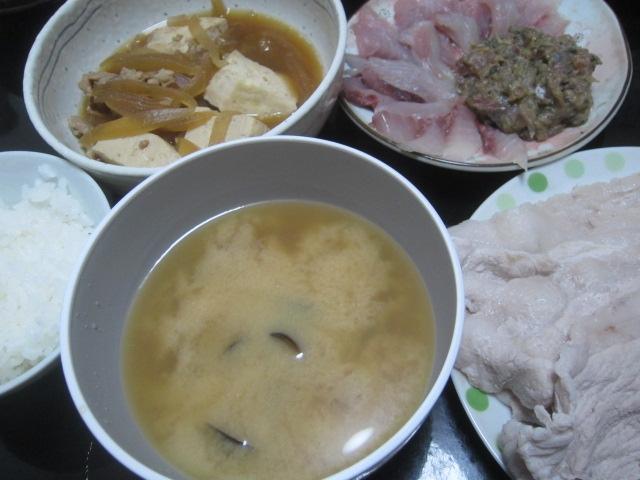 IMG 0077 - 網走産のしじみの味噌汁とブリとアジと残りもの肉豆腐