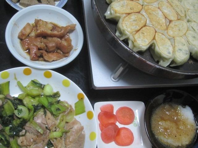 IMG 0019 - 豚&鶏を青梗菜で炒めて自宅栽培な紫蘇入り餃子と共に晩御飯