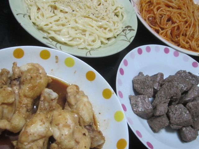 IMG 0044 - サイコロステーキとピリ唐手羽元に2種のパスタ