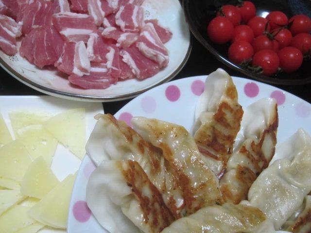 IMG 0026 - みよしの餃子とトマトとチーズとパンチェッタ