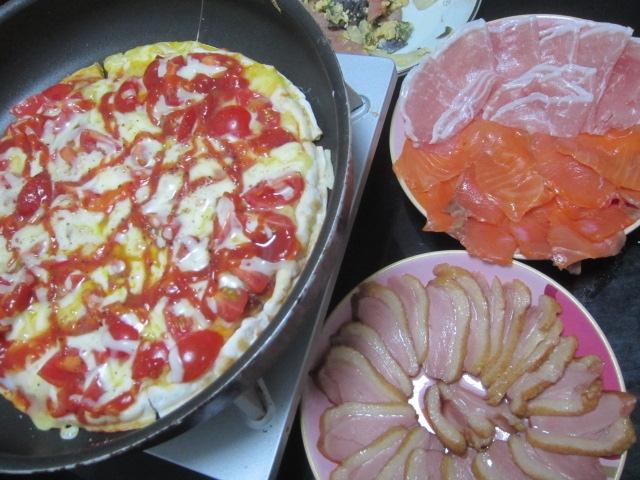 IMG 0073 - 生ハムとスモークサーモンに鴨ロースも追加した自宅ピザ