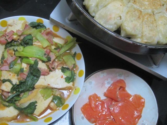 IMG 0084 - 鶏皮を刻んで入れた海老餃子と厚揚げのピリ辛炒め