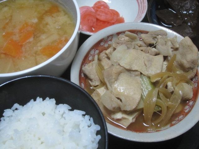 IMG 0001 - 一晩経って味が染み込んだ絹豆腐とニンジンとダイコンの味噌汁