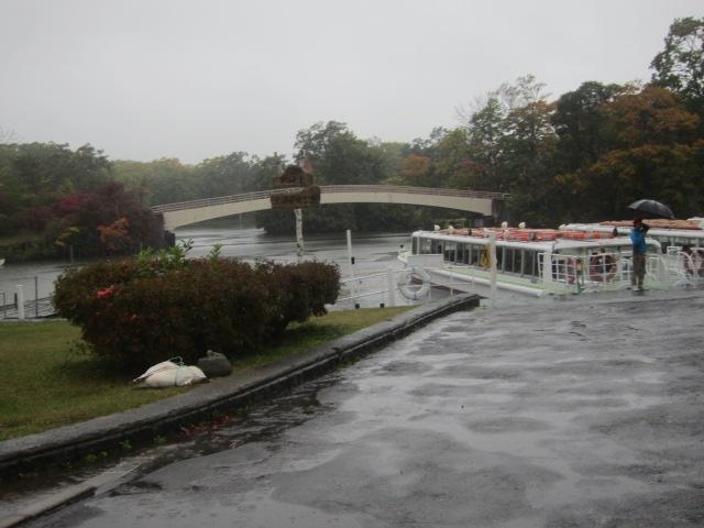 IMG 0045 - 札幌発の函館バスツアー行って来たPart01 雨の中での大沼湖遊覧と散歩