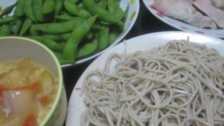 IMG 0085 320x180 - 蕎麦と豚しゃぶと残り物野菜スープに枝豆
