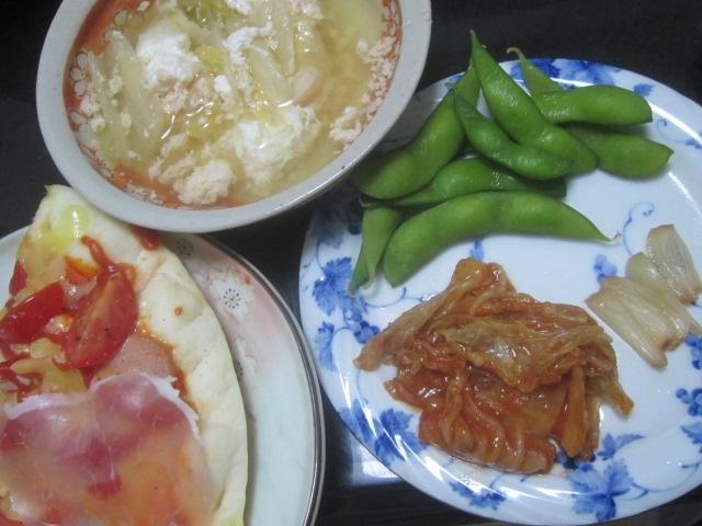 IMG 0098 - 刻んだトマトと生ハム載せた自宅ピザに残り物スープIN卵と漬物