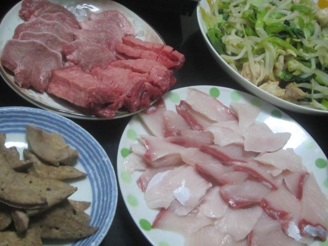 IMG 0102 - 美味しそうな牛タンといつもの豚タン&レバーで焼肉にしました
