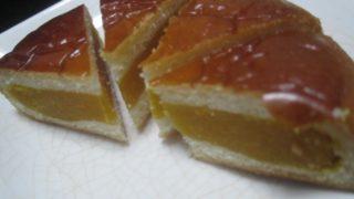 IMG 0106 320x180 - 月寒あんぱんのかぼちゃ餡タイプがあったので食べてみた