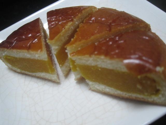 IMG 0106 - 月寒あんぱんのかぼちゃ餡タイプがあったので食べてみた