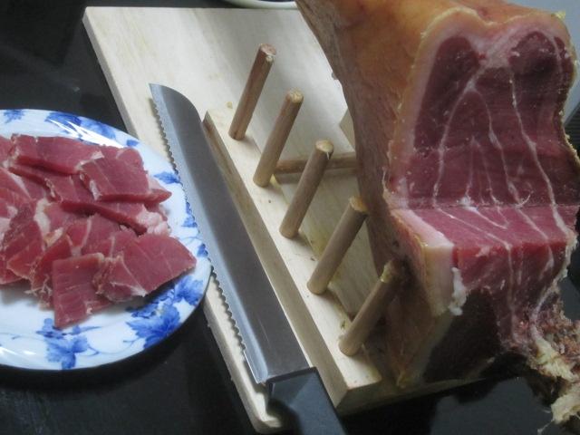 IMG 0026 - 生ハム原木を完全解体して干してみたら本当の干し肉みたいになった