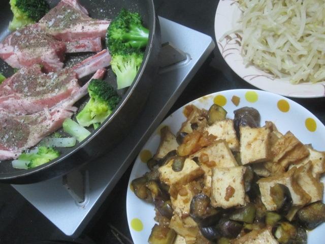 IMG 0032 - ラムチョップとブロッコリーの蒸し焼きにナスと揚げ豆腐炒め