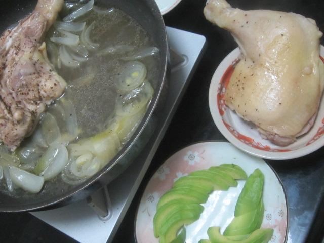 IMG 0046 - 地鶏をタマネギと共に蒸し焼きにして焼きそば投入