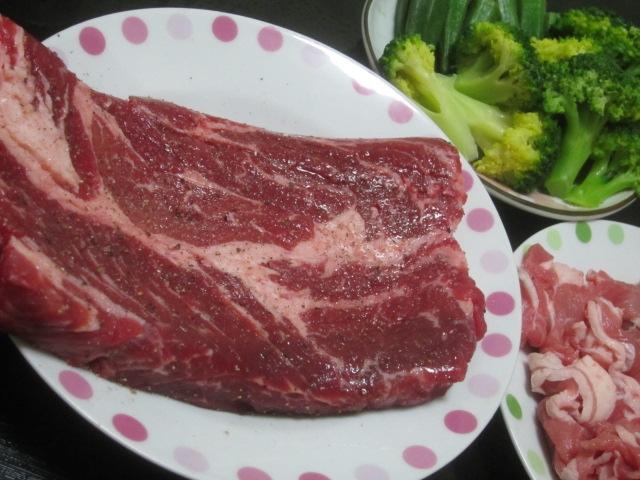 IMG 0027 - 牛ステーキ400gをオクラ&ブロッコリーと共に焼いて更なる油分補充