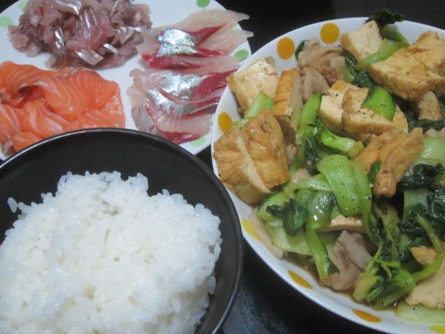 IMG 0041 - 真アジとシマアジとサーモンの刺身に揚げ豆腐の炒め物