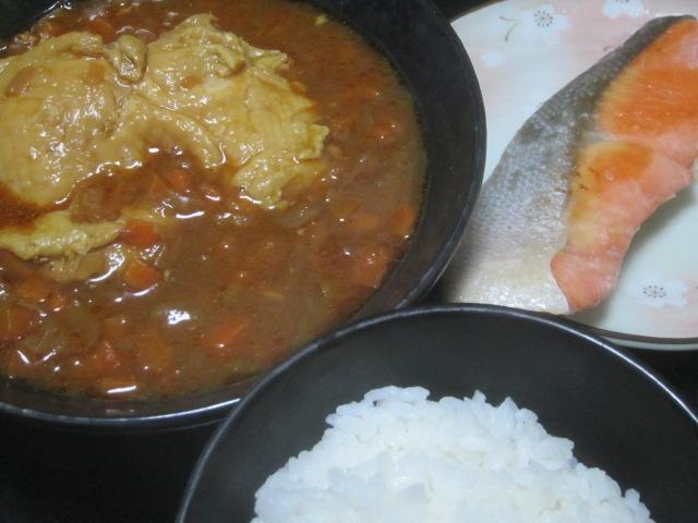IMG 0004 - 鶏たっぷりカレーとシャケの塩焼きと食後の杏仁豆腐+どんぐり本店のアップルパイ