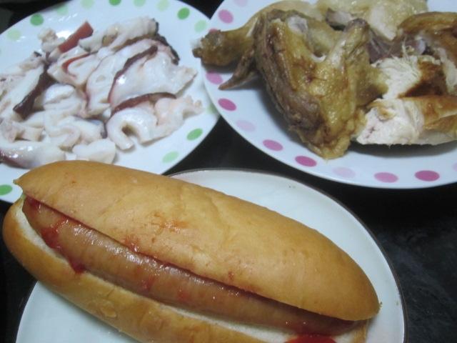 IMG 0036 - タコ頭のお刺身と鶏の半身揚げとケチャップソーセージパン