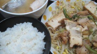 IMG 0092 320x180 - カンパチのカマとアラの味噌汁にしてもやし炒めに厚揚げ豆腐鶏肉を投入