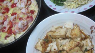 IMG 0200 320x180 - エビとソーセージのピザにイカと厚揚げ豆腐のピリ辛炒めといちご大福