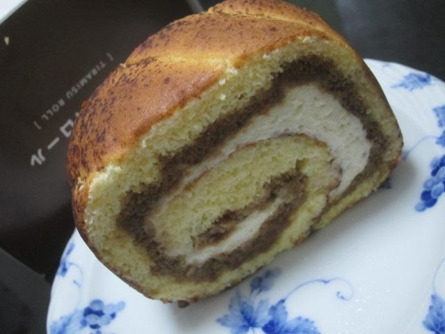 IMG 0230 - フルーツケーキファクトリーのティラミスロール(北海道産きたほなみ使用)食べてみた