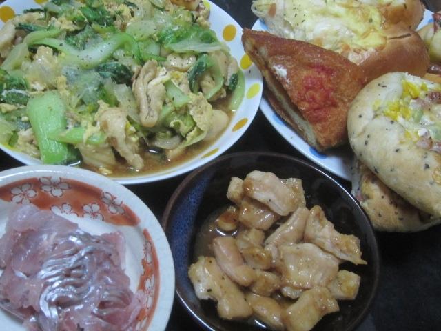 IMG 0245 - 惣菜パンとか買ってきてアジの刺身やモツ焼きで宅飲み晩御飯